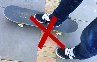 Here S Why Pushing Your Skateboard Mongo Style Is Bad Skateboardershq