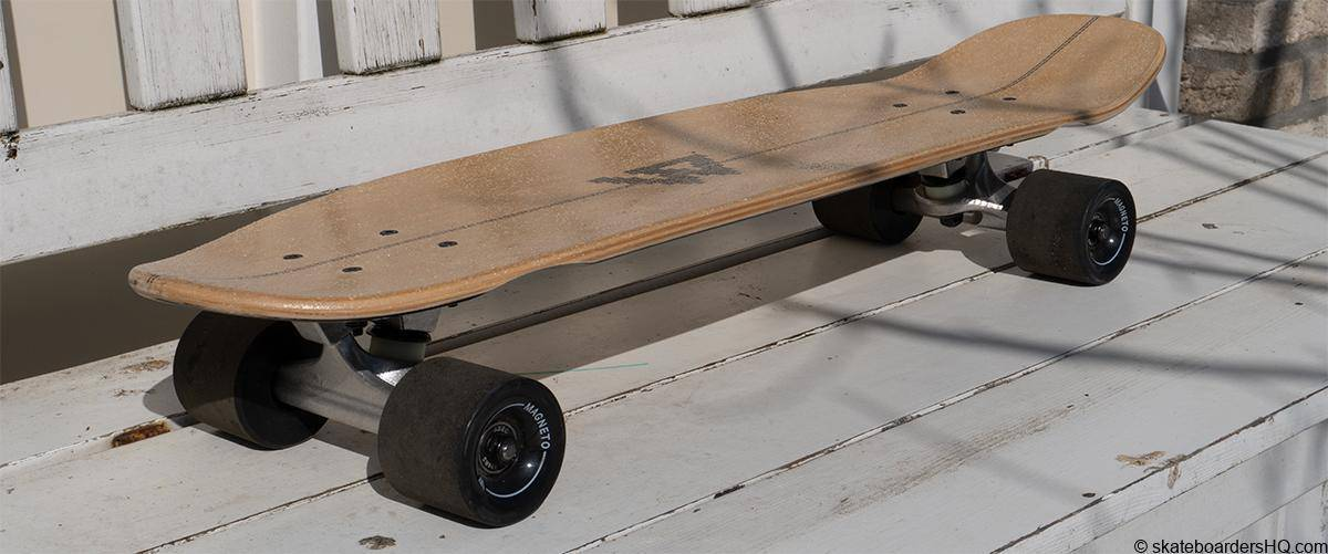 Magneto mini cruiser skateboard