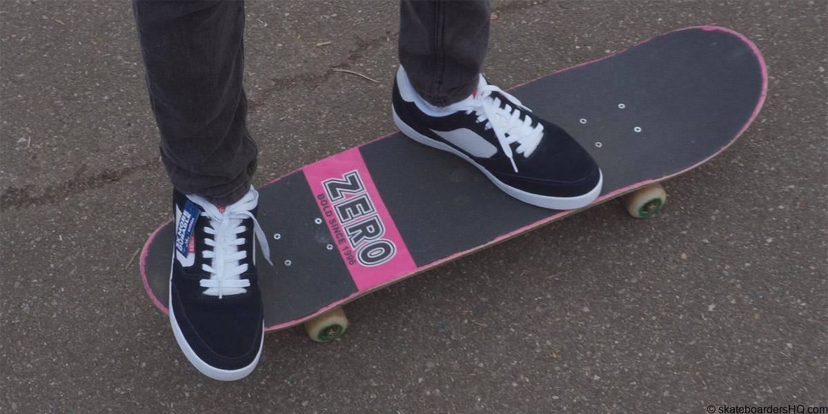 Etnies veer skate shoes ona skateboard
